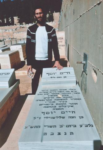 Visita de Matias en el kever de Jaim, en el cementerio Har Amenujot, Jerusalem, Israel.
